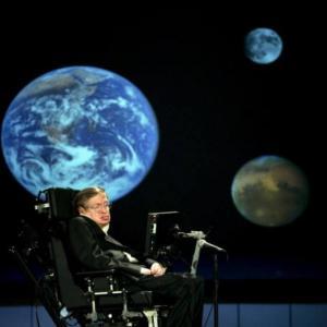Faleceu hoje, aos 76 anos, Stephen William Hawking, físico e pesquisador.